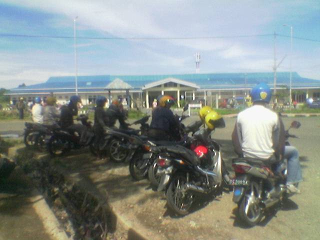 Tempat mangkal para ojek di nabire lokasi depan bandara Nabire